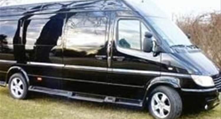 siyah minibüs sürmek