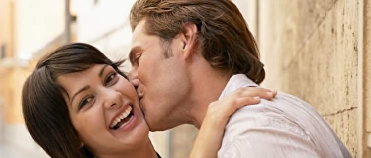 yanaktan öpmek