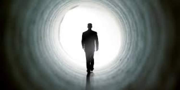 yaşayan birinin öldüğünü ve dirildiğini görmek