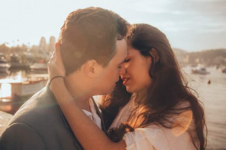 aşık olduğun kişiyi öpmek
