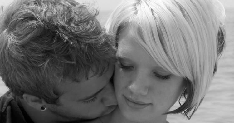 eski sevgiliyi boynundan öpmek
