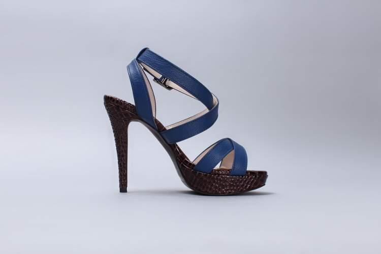 lacivert renk ayakkabı görmek