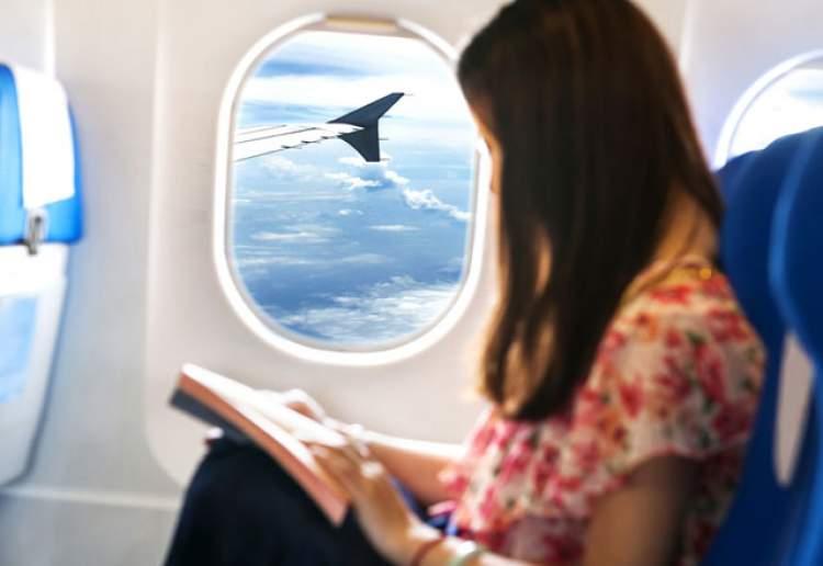 uçak yolculuğu yaptığını görmek