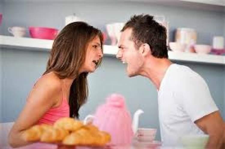 sevgiliyle tartıştığını görmek